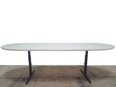 Ahrend Mehes gebruikte vergadertafel 240x120xinstelbaar