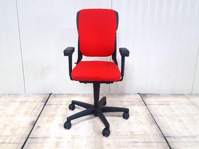 Ahrend 230 17028 rood hoge rug bureaustoel gebruikt kantoormeubilair lamers arrola vooraanzicht